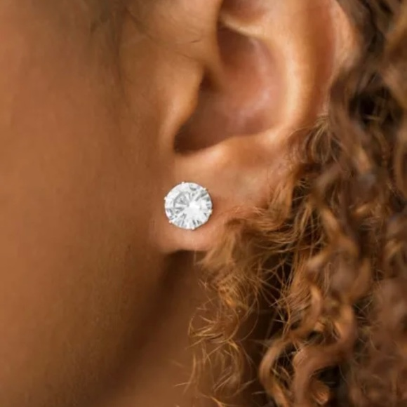 Paparazzi Jewelry Earring ~Just In TIMELESS - Gold